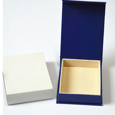 Newest recycle glossy paper velvet poker packaging box